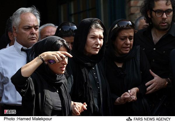 همسر مرحوم سمندریان در مراسم تشییع