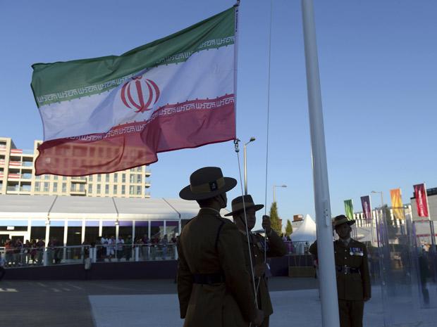 احترام گذاشتن سربازان انگلیسی به پرچم ایران + عکس