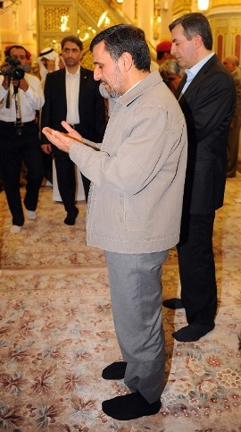 عکس احمدی نژاد و مشایی در مسجد النبی