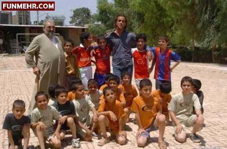 علی کریمی در میان کودکان یتیم
