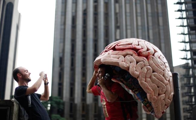 باجه تلفن مغزی شکل (عکس)