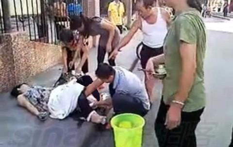 5a45mej6wz9bz34ndby  زایمان عجیب زن ۲۲ ساله چینی در خیابان! +تصاویر
