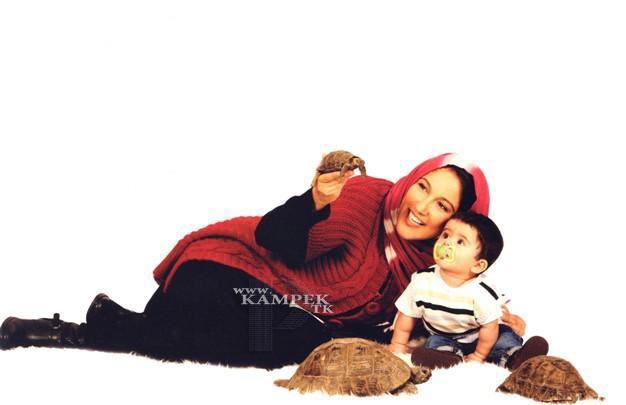 88379511425695125317 عکس های جدید بازیگران زن ایرانی با حیوانات