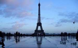 www.parsnaz.ir - برج ایفل در پاریس پربازدیدترین بنای توریستی جهان است