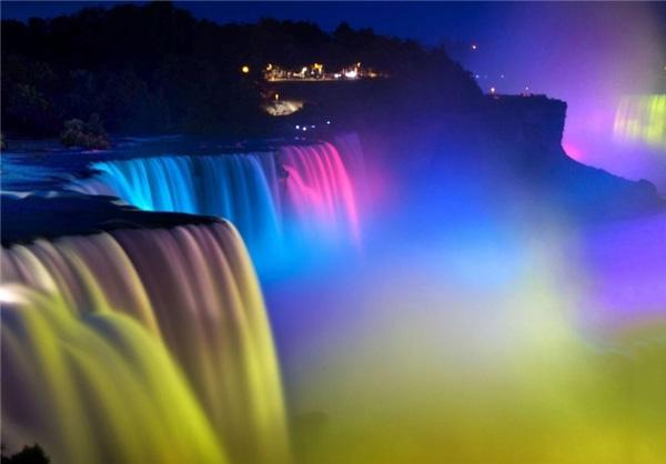 تصاویر فوق العاده زیبا از نورپردازی آبشار نیاگارا