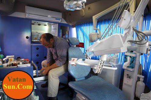 عکس دندانپزشک سیار در مناطق زلزله زده