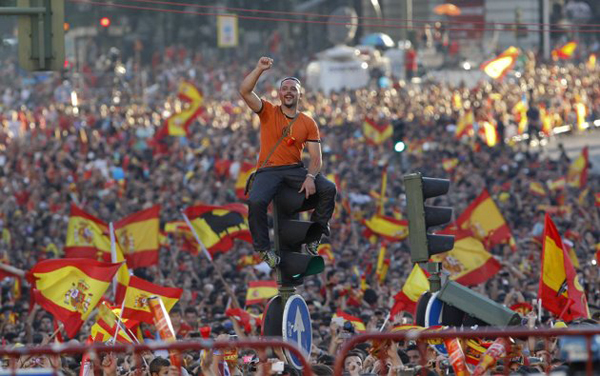 www.ebhamlinks.com | تصاویر استقبال خاندان سلطنتی اسپانیا از قهرمانان یورو 2012