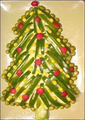 تزئین سالاد الویه به شکل درخت کریسمس+ تصویری