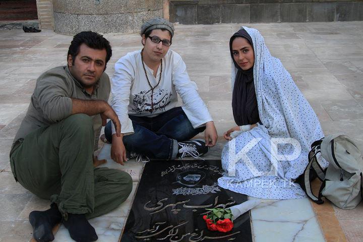 عکس سمانه پاکدل بر مزار مرحوم سهراب سپهری