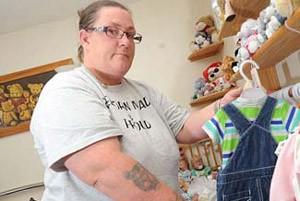 زنی که با عروسک هاش شوهرش را فراری داد !+ تصاویر