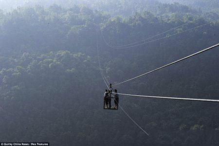 وحشتناک ترین راه ارتباطی با دنیای بیرون در یک دهکده چینی
