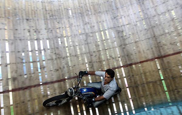 رانندگی بر روی دیوار مرگ