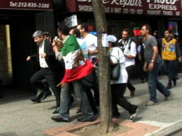 فیلم کتک خوردن رامین میهمان پرست در نیویورک + عکس