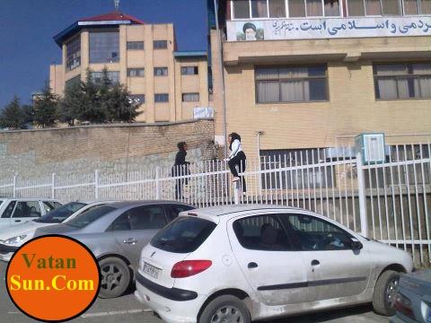 فرار دختران دانشجو از دیوار دانشگاه+عکس