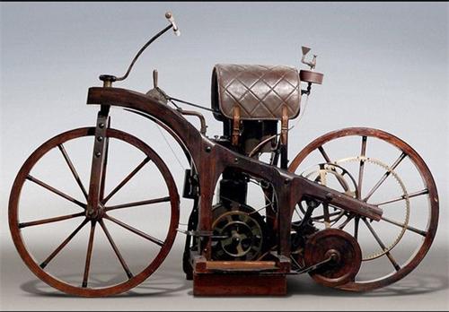 نخستین موتور سیکلت دنیا / عکس