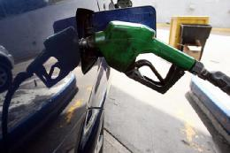 سیر نزولی مصرف بنزین ادامه دارد