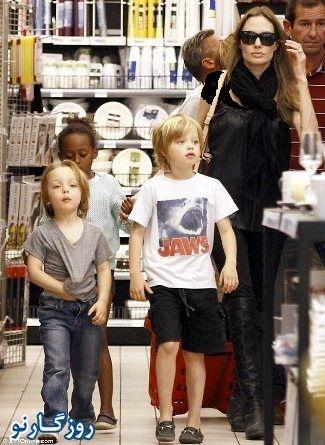 آنجلینا جولی و فرزندانش در حال خرید در فرانسه