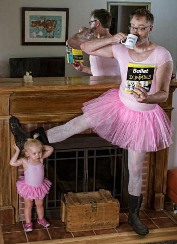 بهترین پدر دنیا ، دخترش و لیوانش (5)