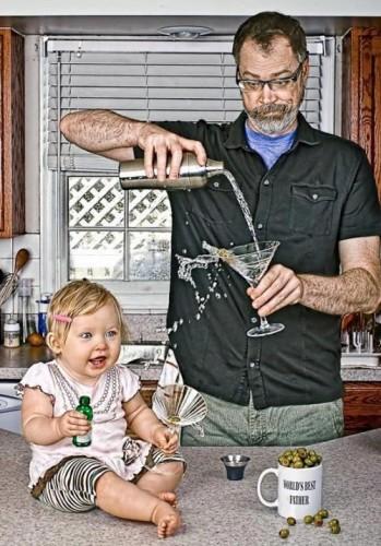 بهترین پدر دنیا ، دخترش و لیوانش (2)