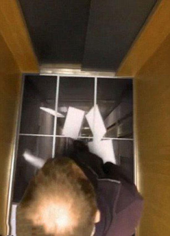 تصاویری از لحظات وحشتناک در یک آسانسور