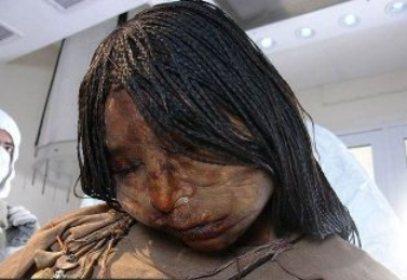 www.irannaz.com| کشف جسد سالم دختری بعد از 500 سال + تصویر