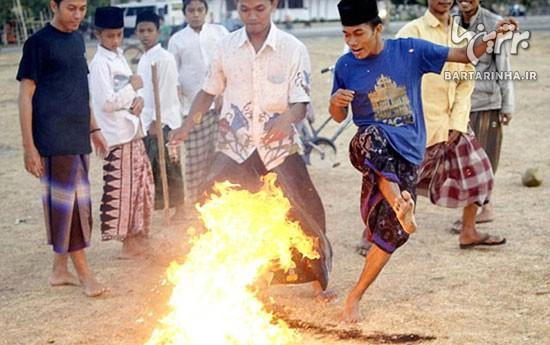 فوتبال با «توپ آتشین» در اندونزی! +عکس