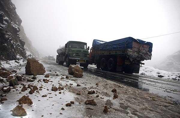 انسداد محور دیزین iبه سبب برف و کولاک شدید