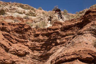 عکس های ورزش پر هیجان و خطرناک دوچرخه سواری در کوهستان
