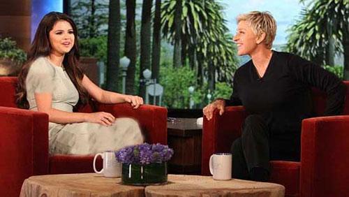 ترسیدن سلنا گومز در برنامه زنده + عکس