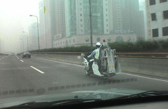 ایده متفکرانه پلیس ژاپن برای حمل خودرو