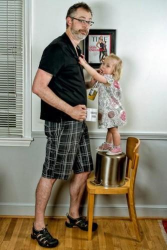 بهترین پدر دنیا ، دخترش و لیوانش (6)