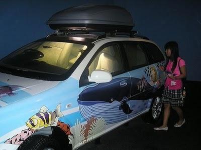تصاویر جالب از تبدیل یک ماشین به آکواریوم در تایلند