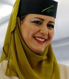 حجاب بخشی از اونیفورم مهماندار یک شرکت هواپیمای مصری شد/ تصویر