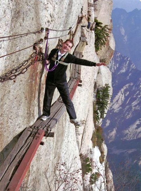 عکس های خطرناک ترین پیاده روی دنیا