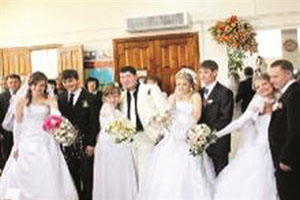 ازدواج هم زمان ۴ برادر در یک روز + عکس