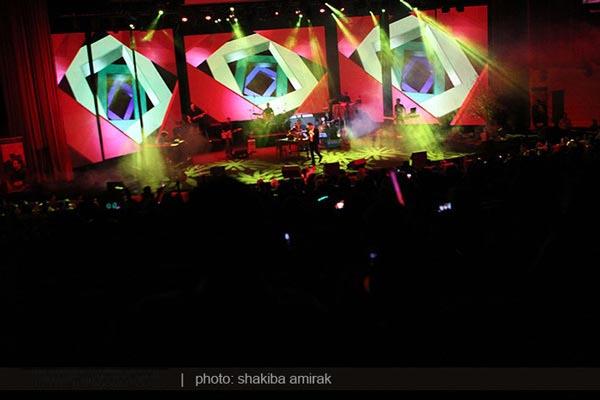 عکس های کنسرت متفاوت بابک جهان بخش