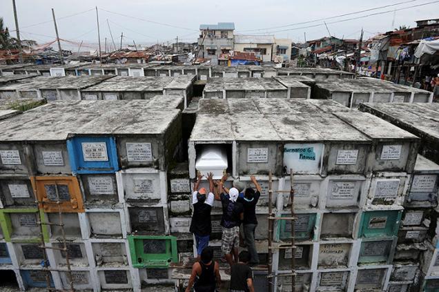 تصاویر متفاوت از قبرستان طبقاتی فیلیپین