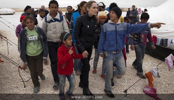 عکس: آنجلینا جولی در میان پناهندگان سوری