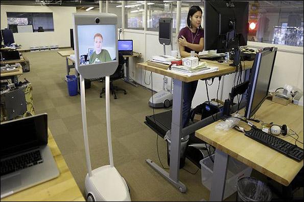 915309 orig رباتی برائ کنترل کارمندان از داخل منزل