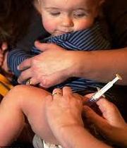 تزریق واکسن به کودک