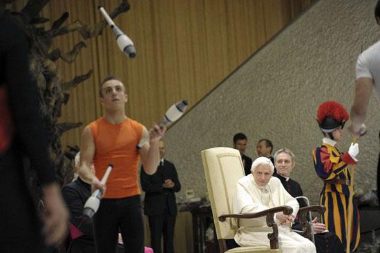 ژانگولر بازی جلوی دیدگان پاپ