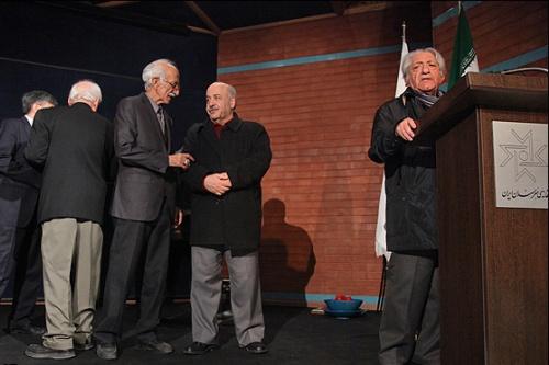 عکسهای عزتالله انتظامی و محمدرضا فروتن در مراسم تجلیل از یک آهنگساز
