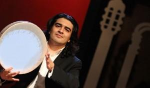 سامان احتشامی «همایون خرم ماندگار» را مینوازد