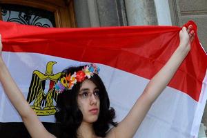 سلب ملیت دختر جنجالی مصر، بە خاطر برهنگی + تصویر