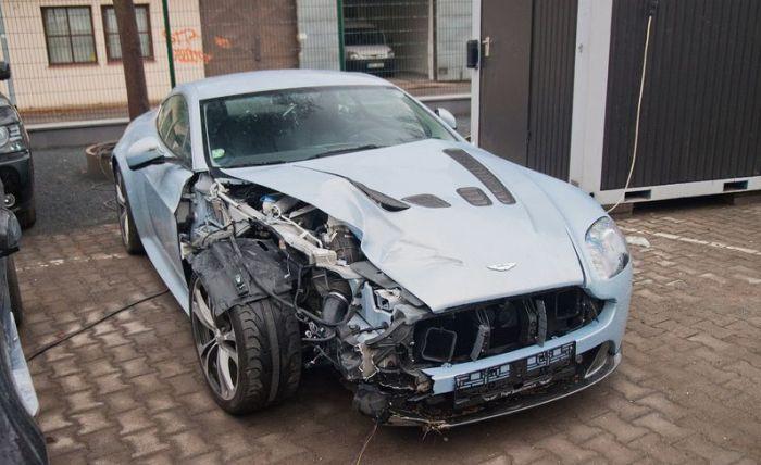 عکس هایی از صحنه های تصادف سوپر خودروها