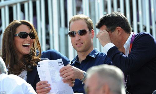 نوه دختر ملکه، خانواده سلطنتی را به ورزشگاه آورد