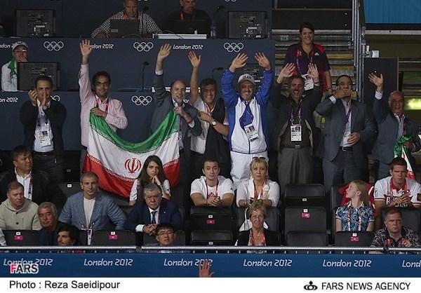 تصویر:بوسه تاریخی وزیر ورزش برای سوریان