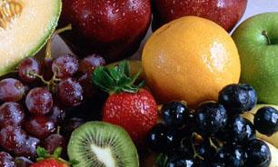 شستن میوه، با آب یا مایع ؟