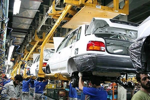 دعوای دولت با دولت بر سر قیمت خودرو