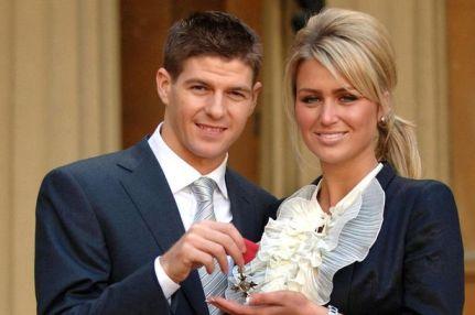 فوتبالیست ها به همراه همسرانشان